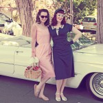 Classic-50s-ladies-in-front-of-car